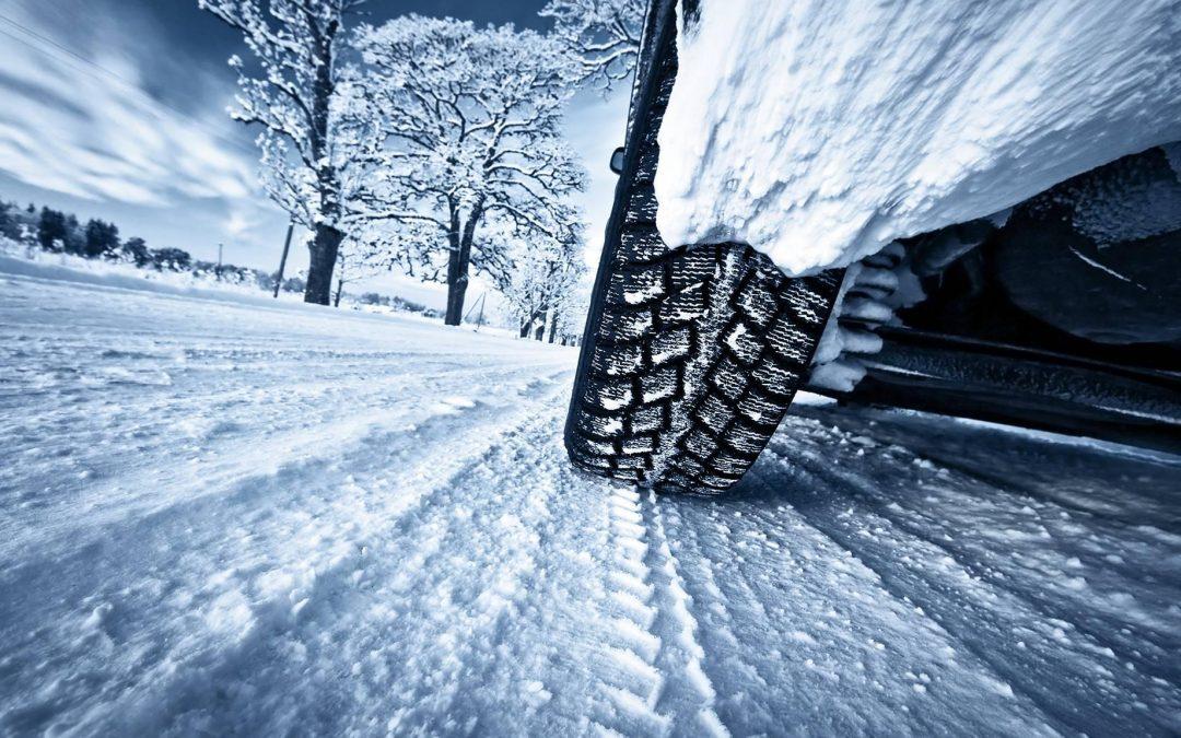Tippek kezdőknek és haladóknak, hogy télen is biztonságosan vezess!